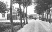 De openbare lagere school van Onderdendam aan de Warffumerweg, vroeger hoorde dit onder Menkeweer