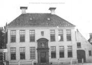 Waterschapshuis met het borstbeeld van A.J. Van Rooijen