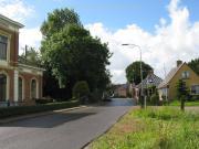Middelstumerweg met links het huis van Mr. A.J. van Rooijen